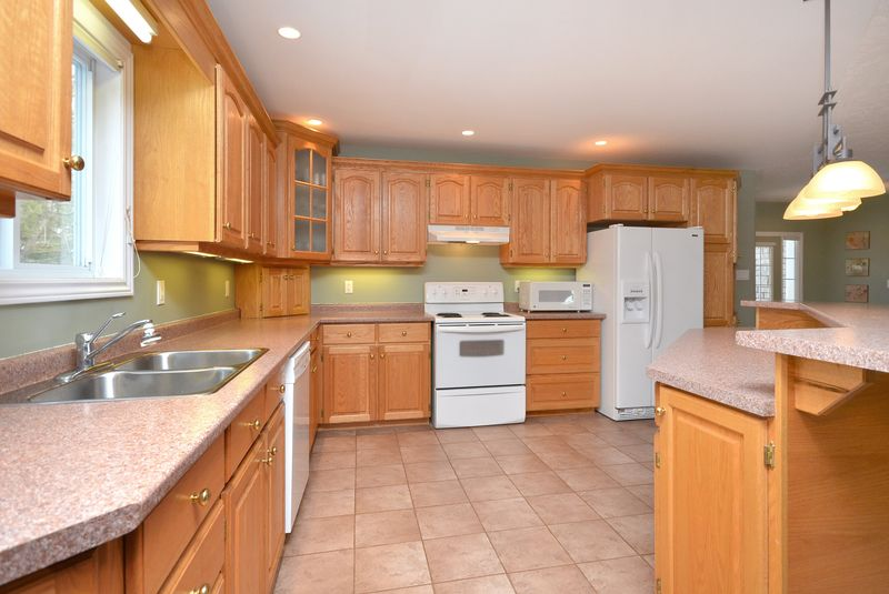 124_east_st_MLS_HID699472_ROOMkitchen